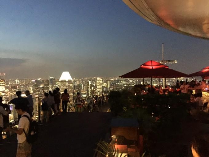 マリーナベイサンズの屋上レストラン「Ce La Vi」夜景