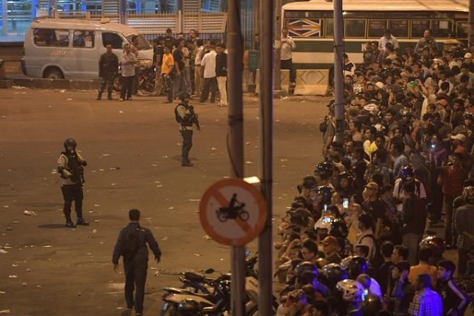 ジャカルタで自爆テロ、警官3人死亡